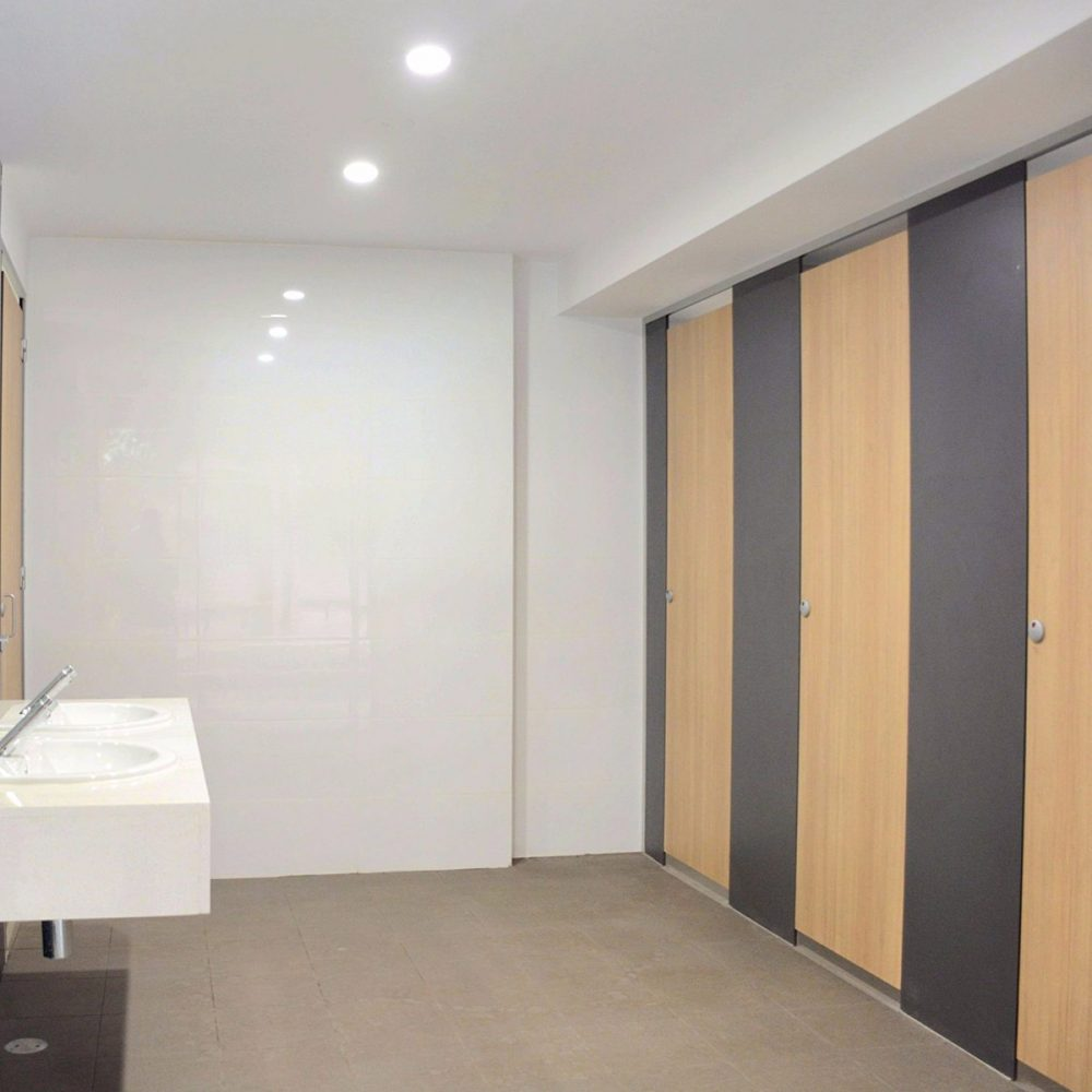 Duracube 3000 Series Toilet and Shower Partitions – Full Height