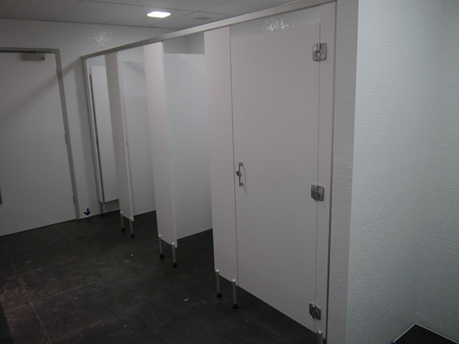 Duracube's 18 Smith St Toilet & Shower Partitioning