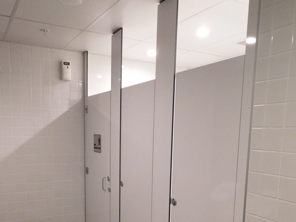 Floor mounted partitians, ceiling fixed - Duracube